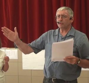 Jean Rossat commentant les grilles